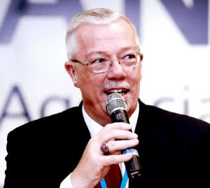 Peter J. Schmitt